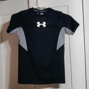 Under armour heat gear boy shirt size M